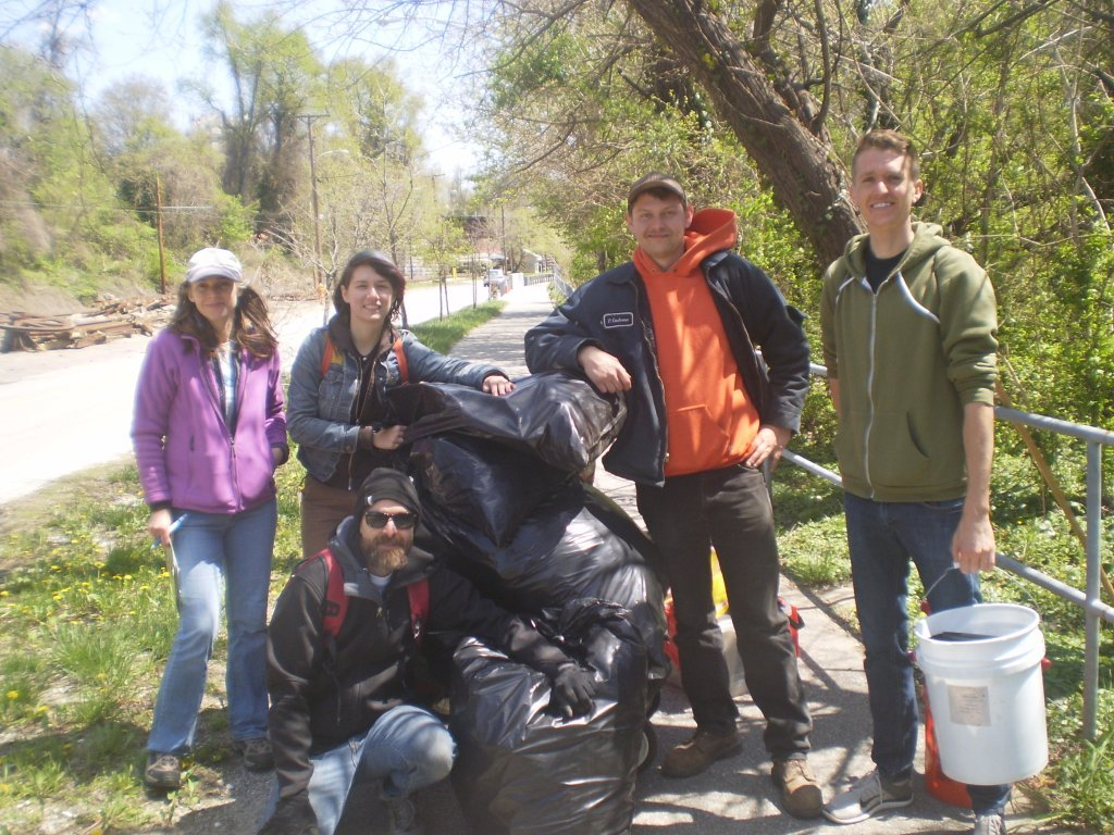 2015 Trash cleanup crew (2)